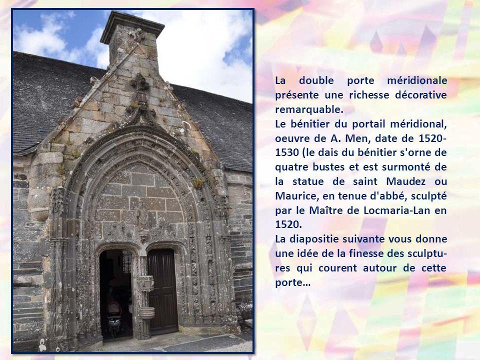 La double porte méridionale présente une richesse décorative remarquable.