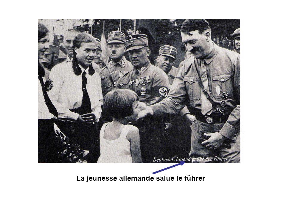 La jeunesse allemande salue le führer