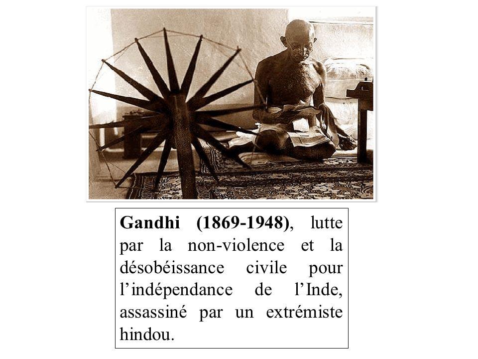 Gandhi (1869-1948), lutte par la non-violence et la désobéissance civile pour l'indépendance de l'Inde, assassiné par un extrémiste hindou.