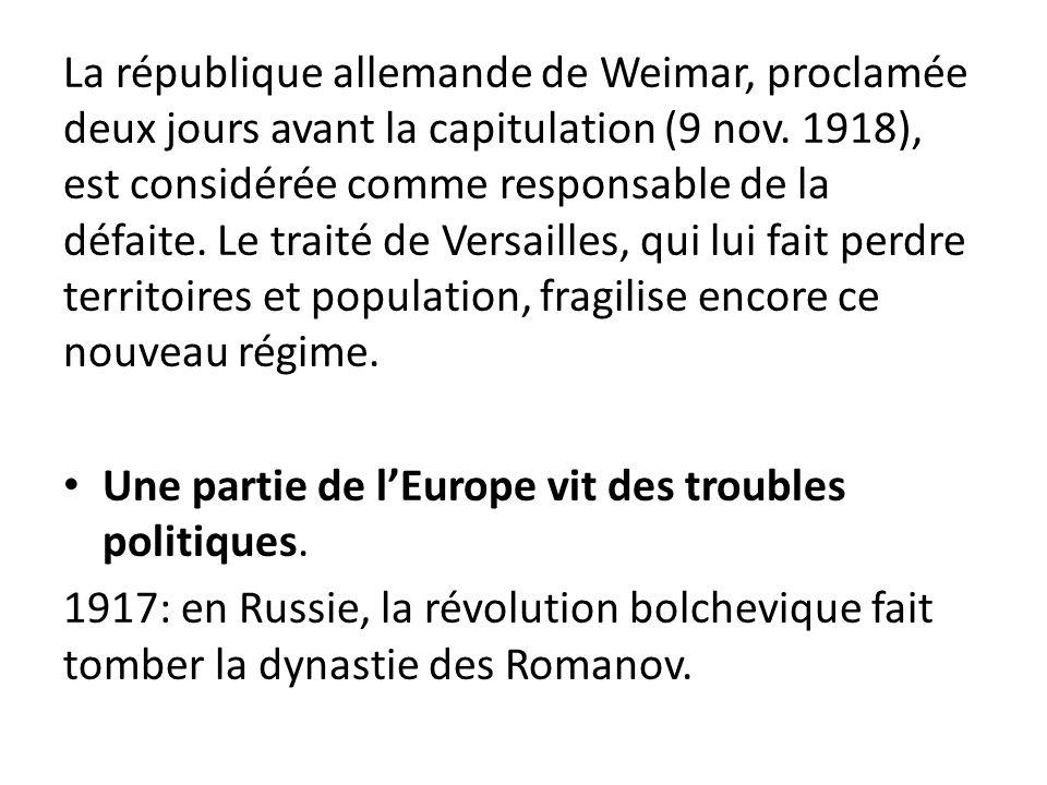 La république allemande de Weimar, proclamée deux jours avant la capitulation (9 nov. 1918), est considérée comme responsable de la défaite. Le traité de Versailles, qui lui fait perdre territoires et population, fragilise encore ce nouveau régime.