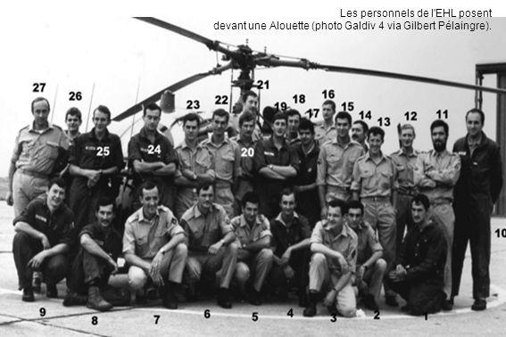 Les personnels de l EHL posent devant une Alouette (photo Galdiv 4 via Gilbert Pélaingre).