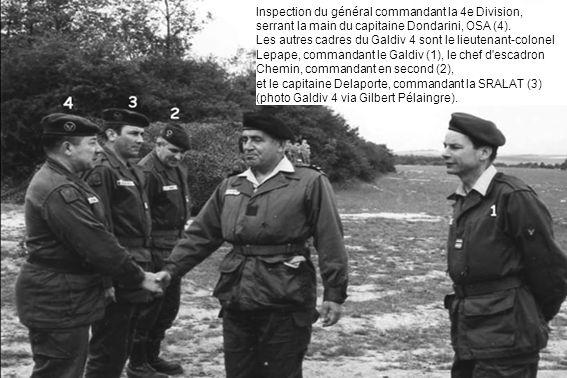 Inspection du général commandant la 4e Division, serrant la main du capitaine Dondarini, OSA (4).