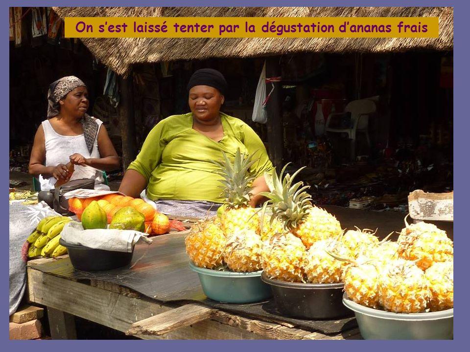 On s'est laissé tenter par la dégustation d'ananas frais