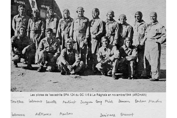 Les pilotes de l'escadrille SPA 124 du GC II/6 à La Réghaïa en novembre1944 (ARDHAN)