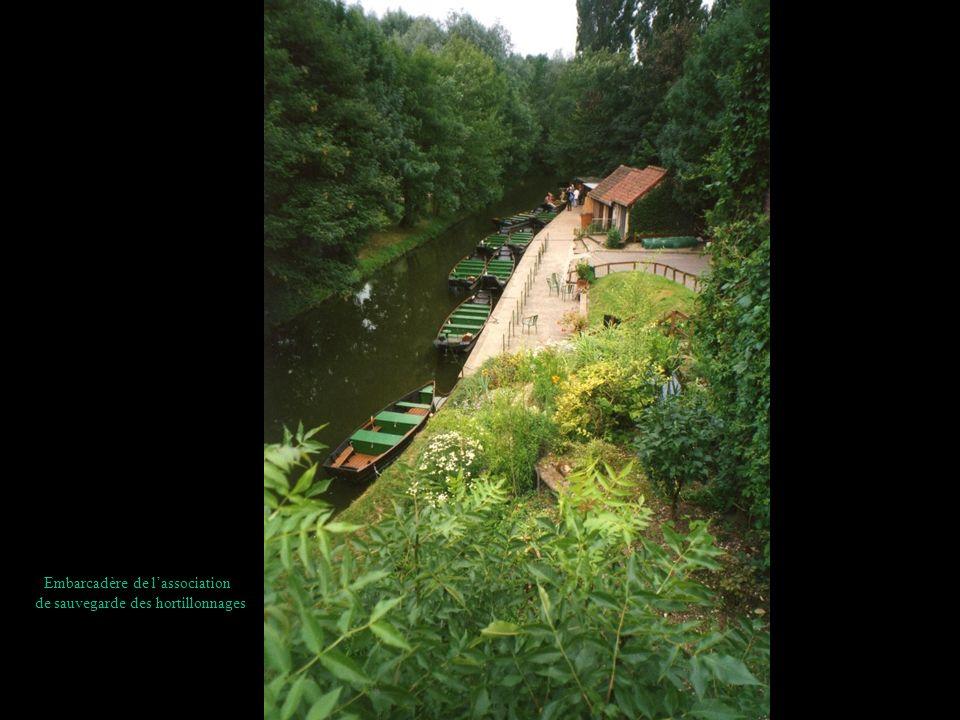 Embarcadère de l'association de sauvegarde des hortillonnages