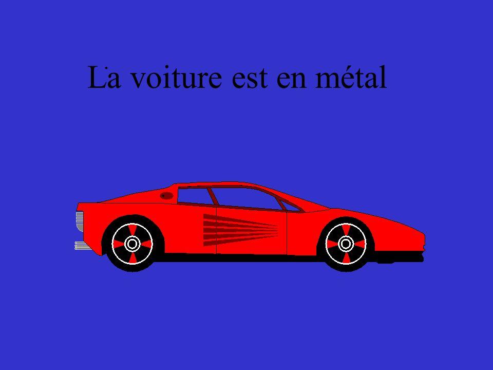 . La voiture est en métal