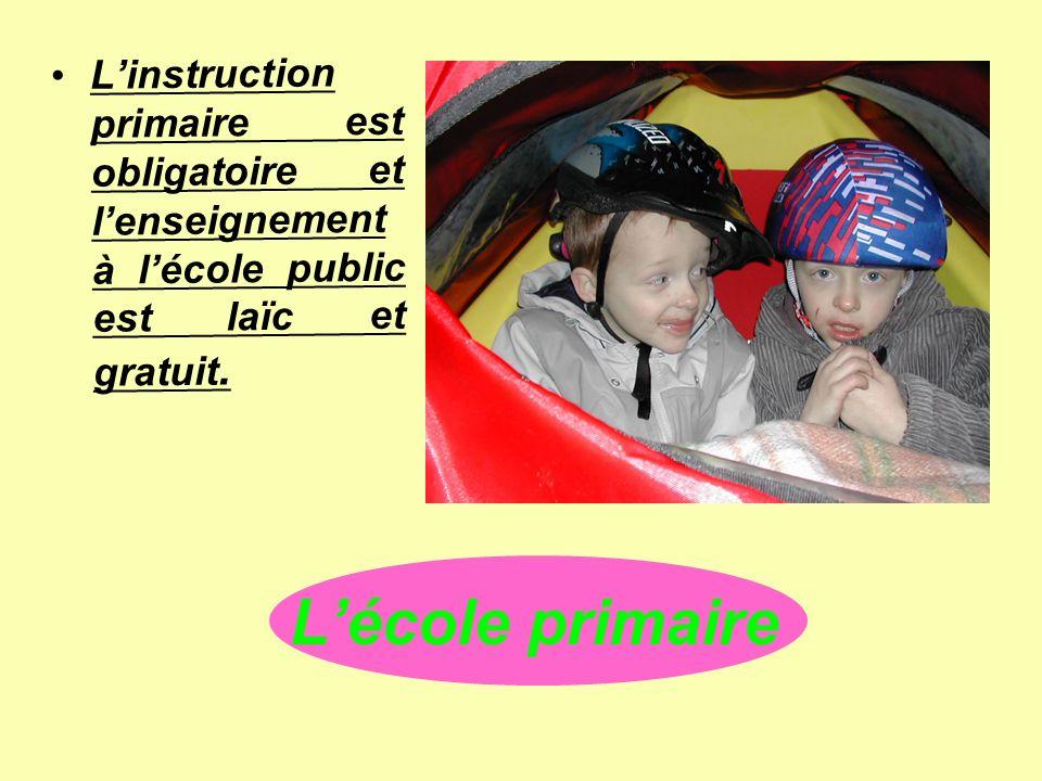 L'instruction primaire est obligatoire et l'enseignement à l'école public est laïc et gratuit.