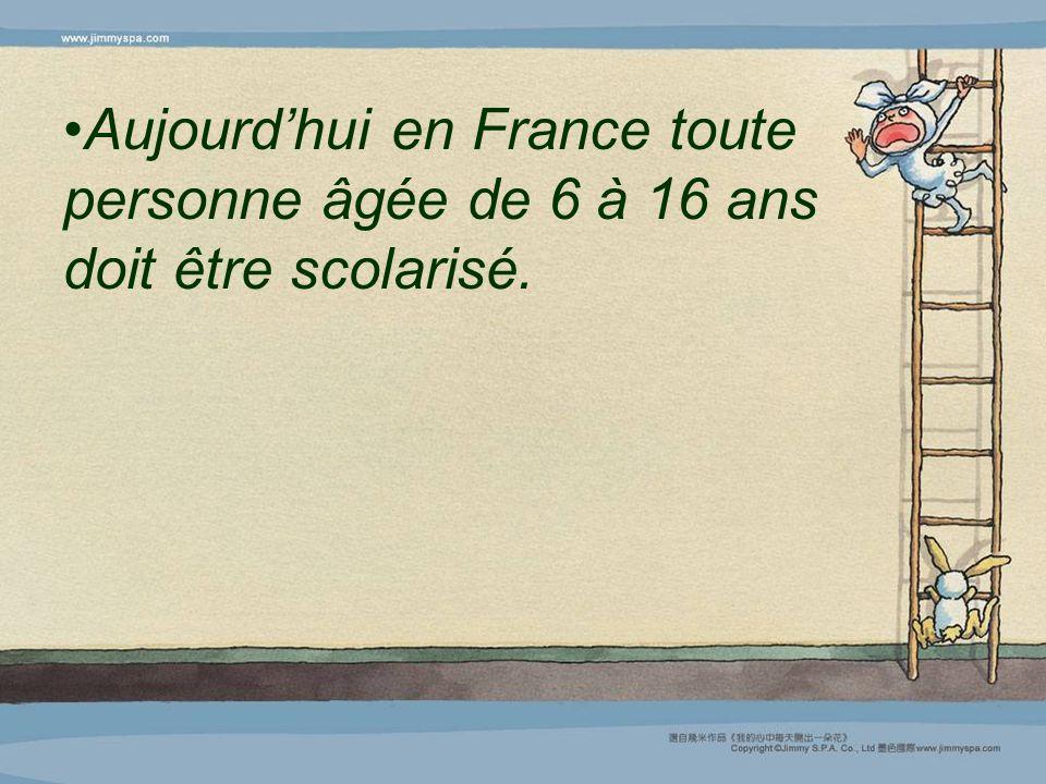 Aujourd'hui en France toute personne âgée de 6 à 16 ans doit être scolarisé.