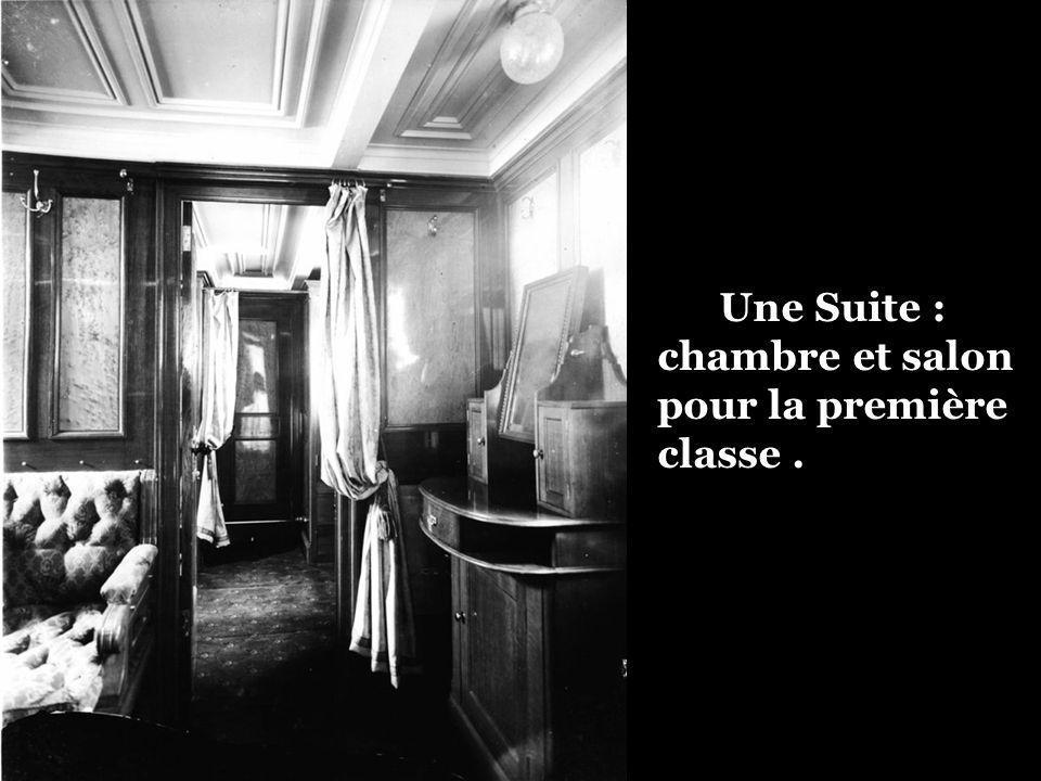 Une Suite : chambre et salon pour la première classe .