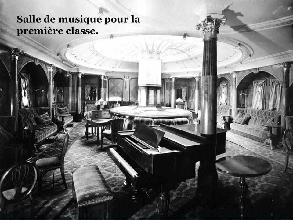 Salle de musique pour la première classe.