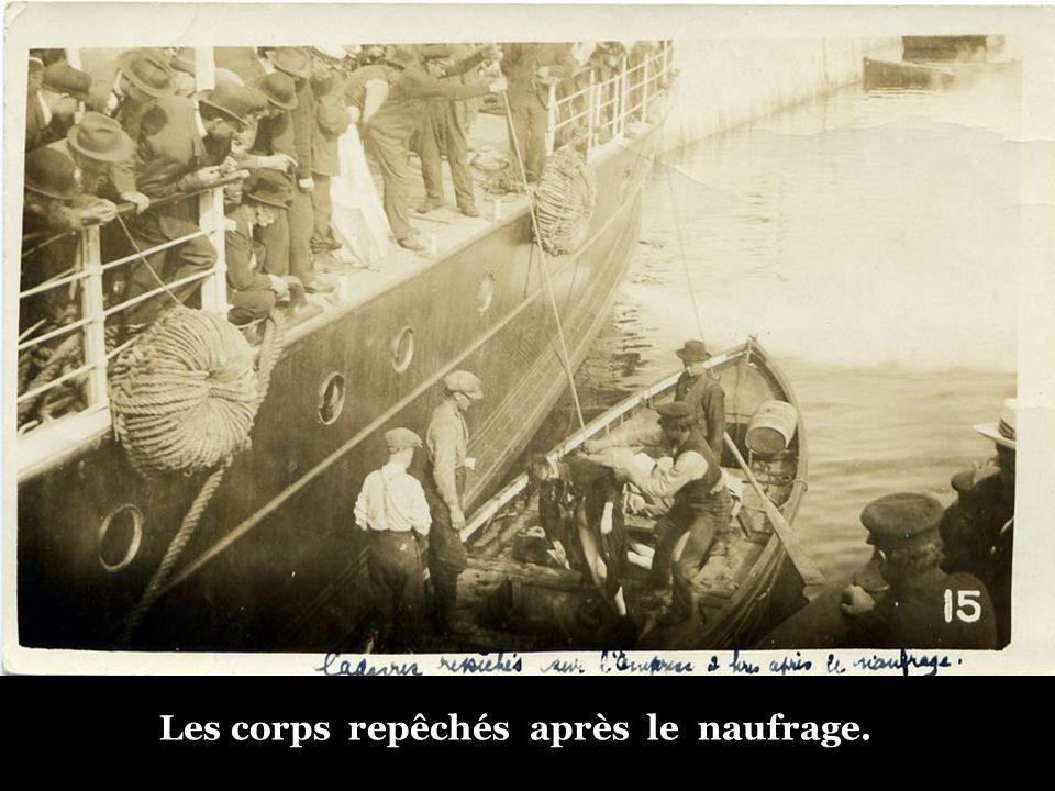 Les corps repêchés après le naufrage.