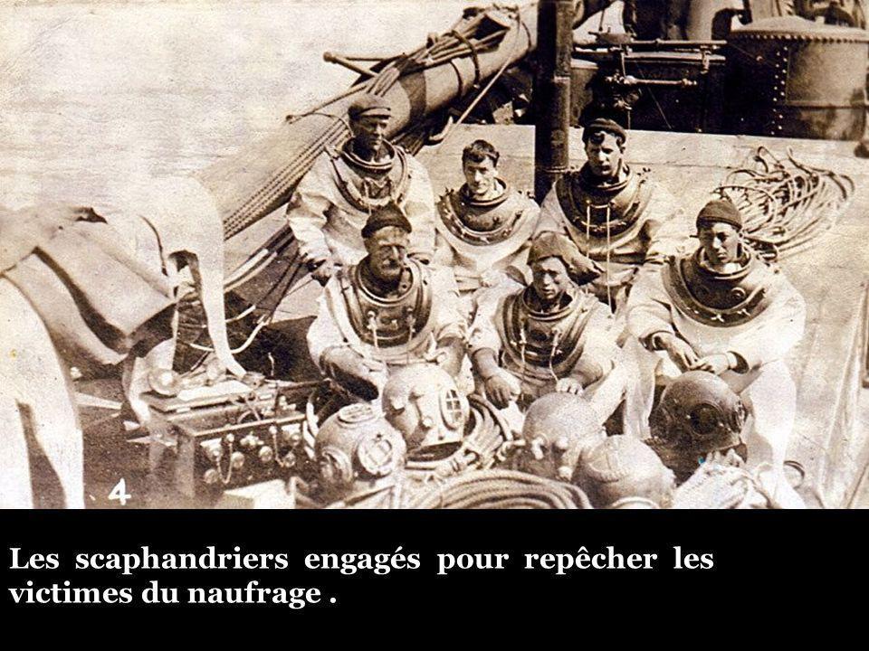 Les scaphandriers engagés pour repêcher les victimes du naufrage .