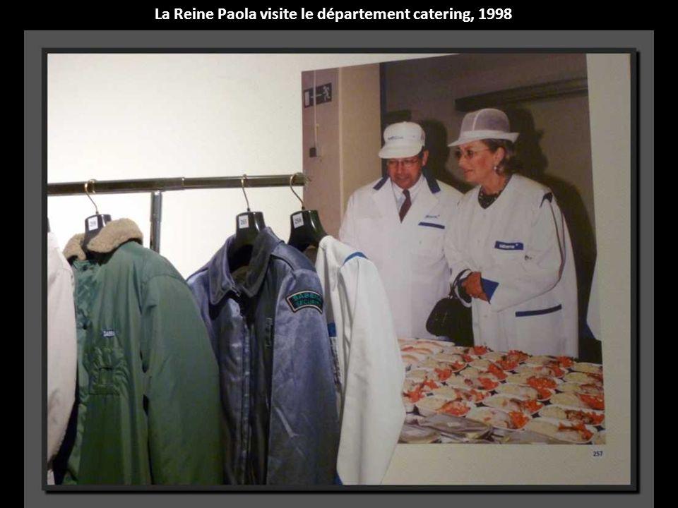 La Reine Paola visite le département catering, 1998
