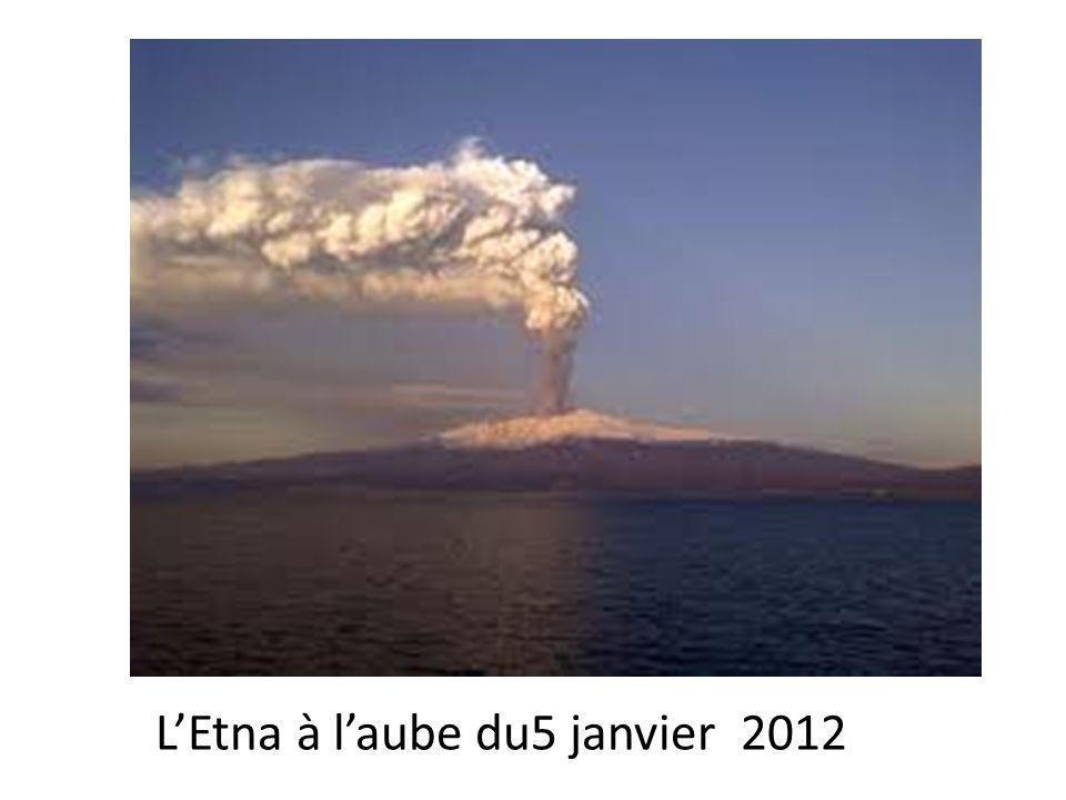 L'Etna à l'aube du5 janvier 2012