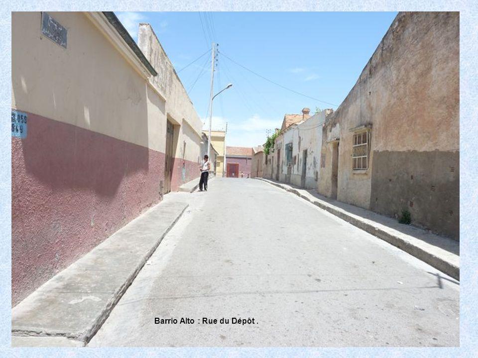 Barrio Alto : Rue du Dépôt .