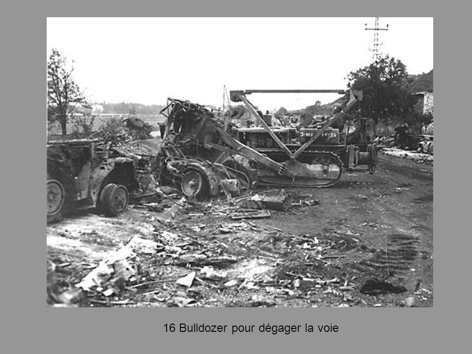 16 Bulldozer pour dégager la voie