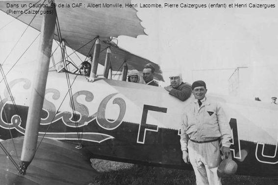 Dans un Caudron 59 de la CAF : Albert Monville, Henri Lacombe, Pierre Caizergues (enfant) et Henri Caizergues (Pierre Caizergues)