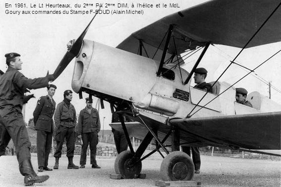 En 1961, Le Lt Heurteaux, du 2ème PA 2ème DIM, à l'hélice et le MdL Goury aux commandes du Stampe F-BDUD (Alain Michel)