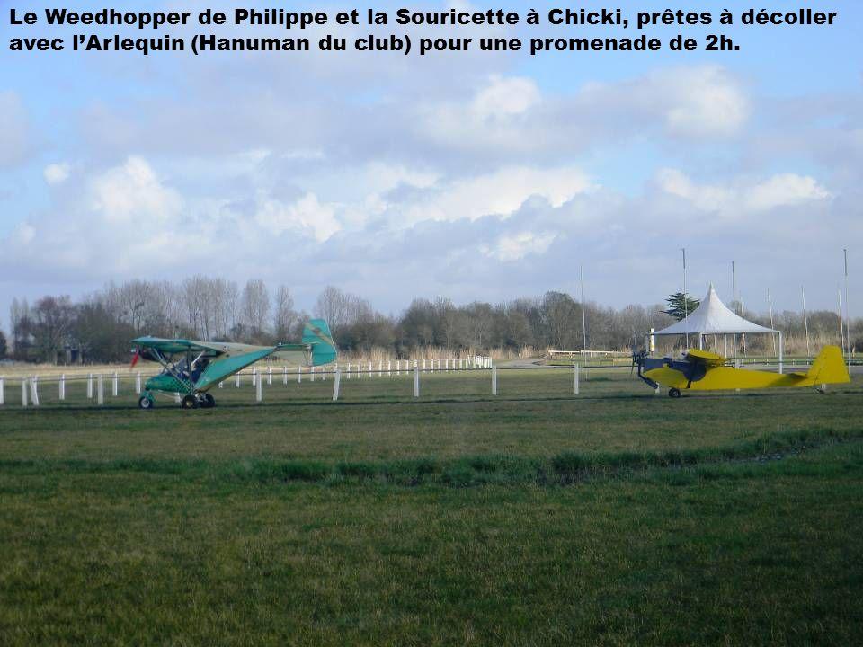Le Weedhopper de Philippe et la Souricette à Chicki, prêtes à décoller avec l'Arlequin (Hanuman du club) pour une promenade de 2h.