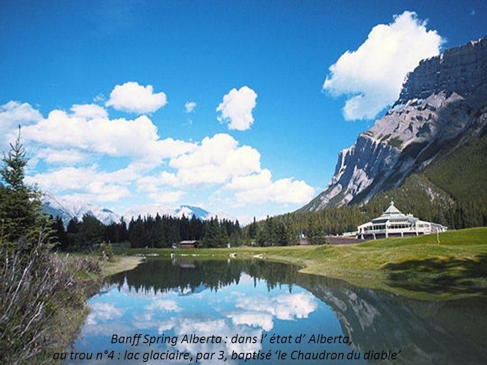 Banff Spring Alberta : dans l' état d' Alberta, au trou n°4 : lac glaciaire, par 3, baptisé 'le Chaudron du diable'