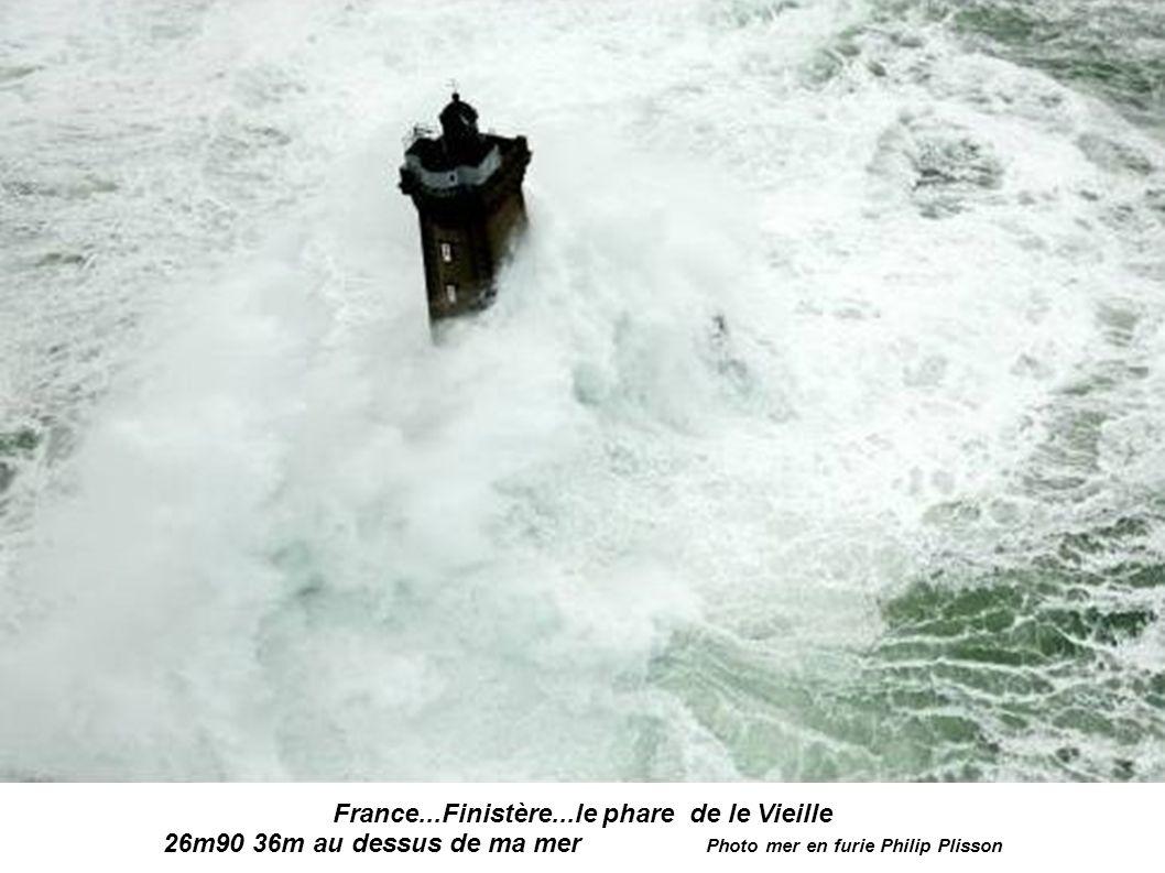 France...Finistère...le phare de le Vieille