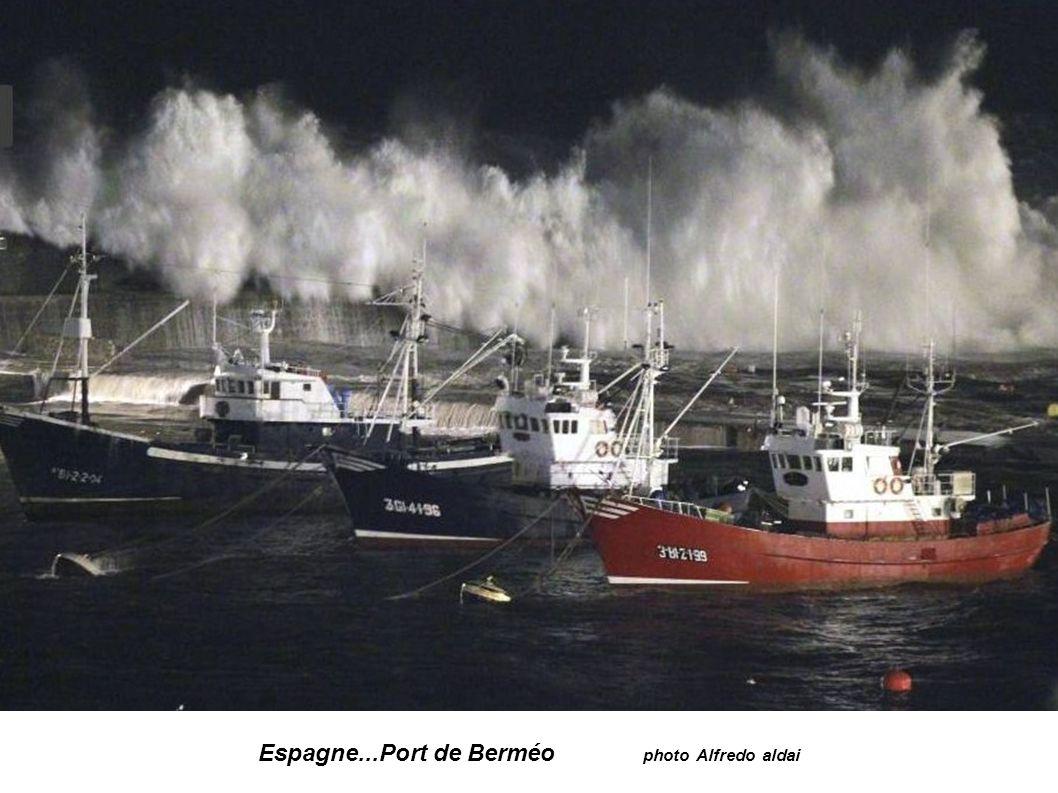 Espagne...Port de Berméo photo Alfredo aldai