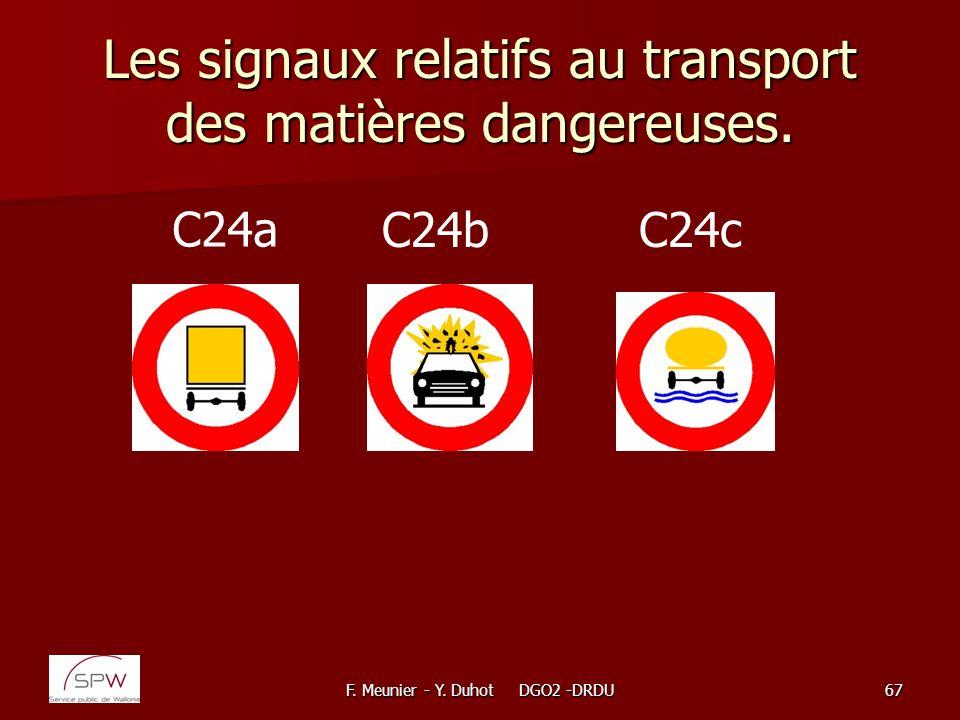 Les signaux relatifs au transport des matières dangereuses.