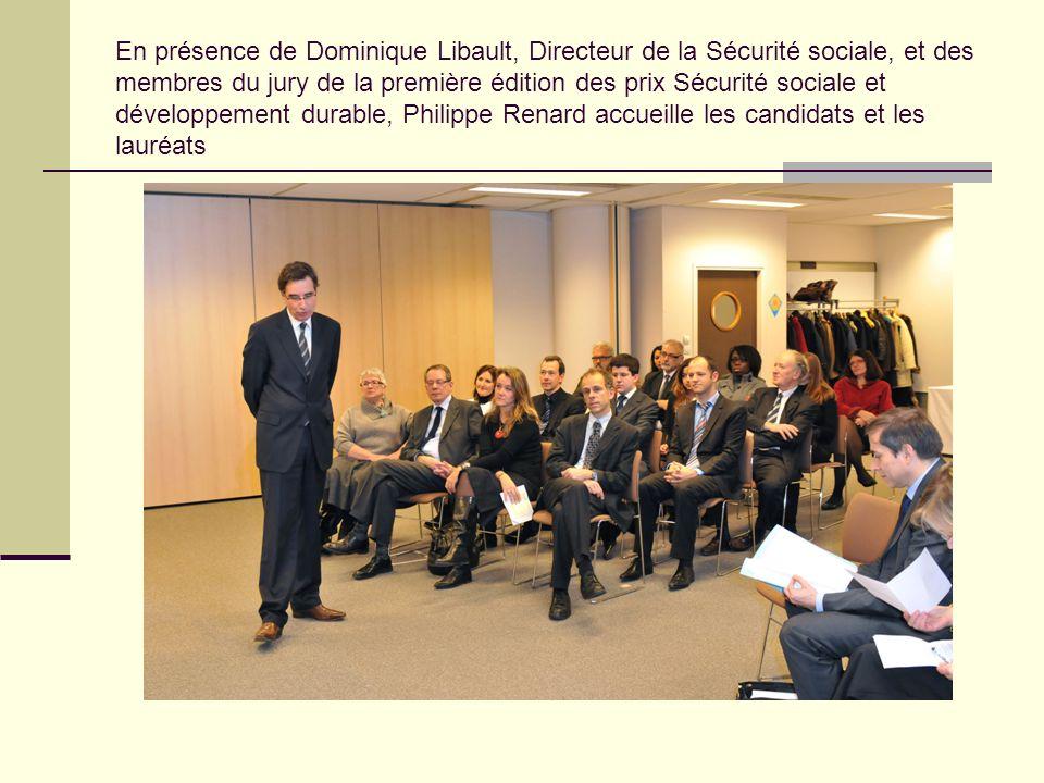 En présence de Dominique Libault, Directeur de la Sécurité sociale, et des membres du jury de la première édition des prix Sécurité sociale et développement durable, Philippe Renard accueille les candidats et les lauréats