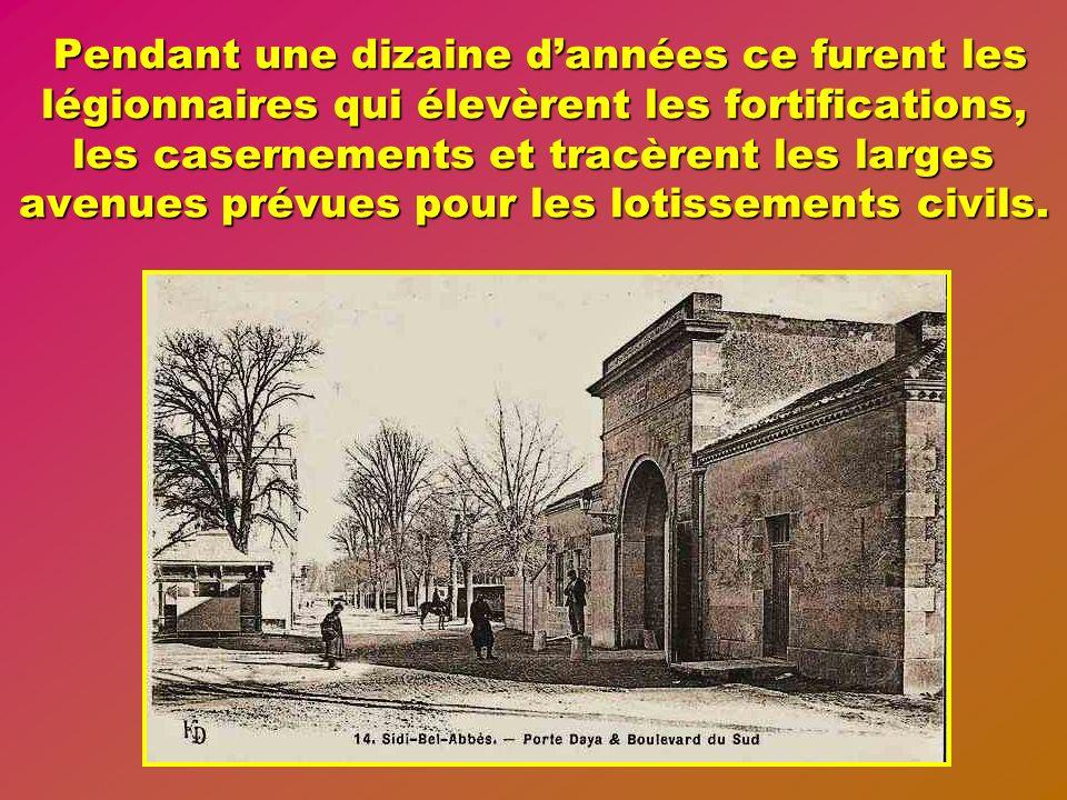 Pendant une dizaine d'années ce furent les légionnaires qui élevèrent les fortifications, les casernements et tracèrent les larges avenues prévues pour les lotissements civils.