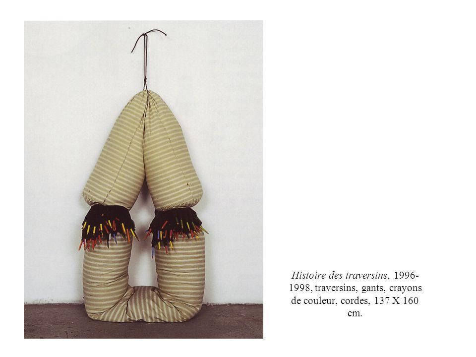 Histoire des traversins, 1996-1998, traversins, gants, crayons de couleur, cordes, 137 X 160 cm.