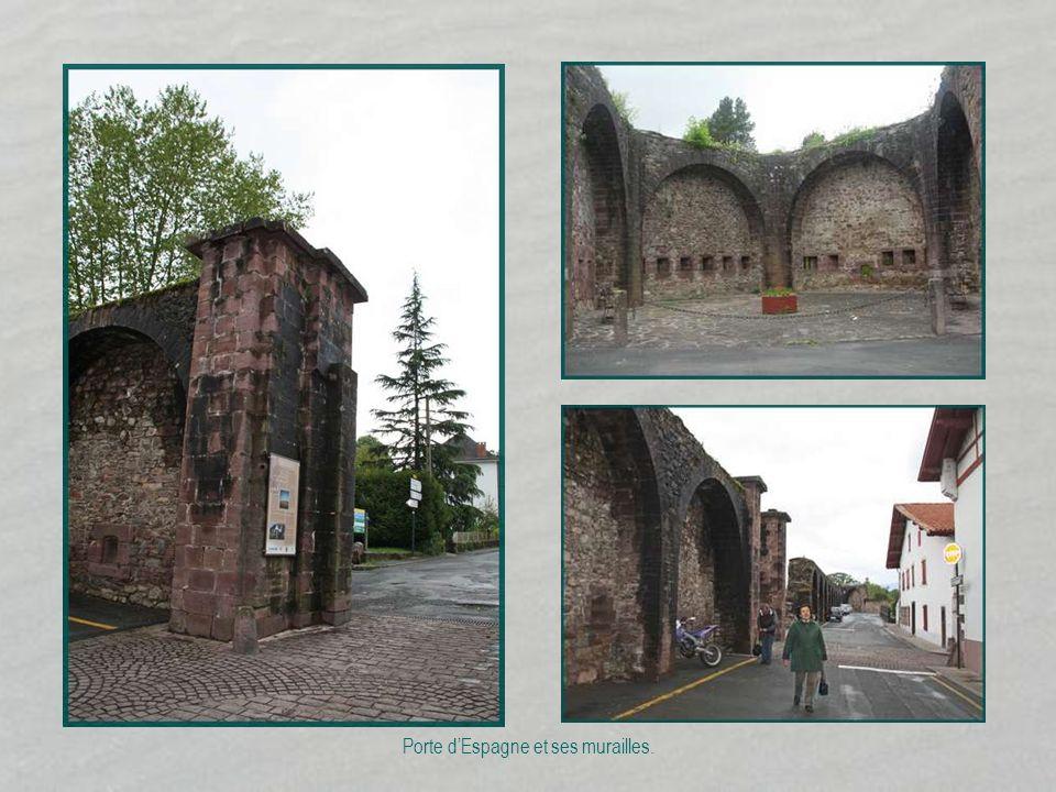 Porte d'Espagne et ses murailles.