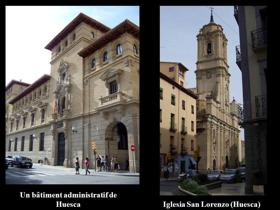 Un bâtiment administratif de Huesca