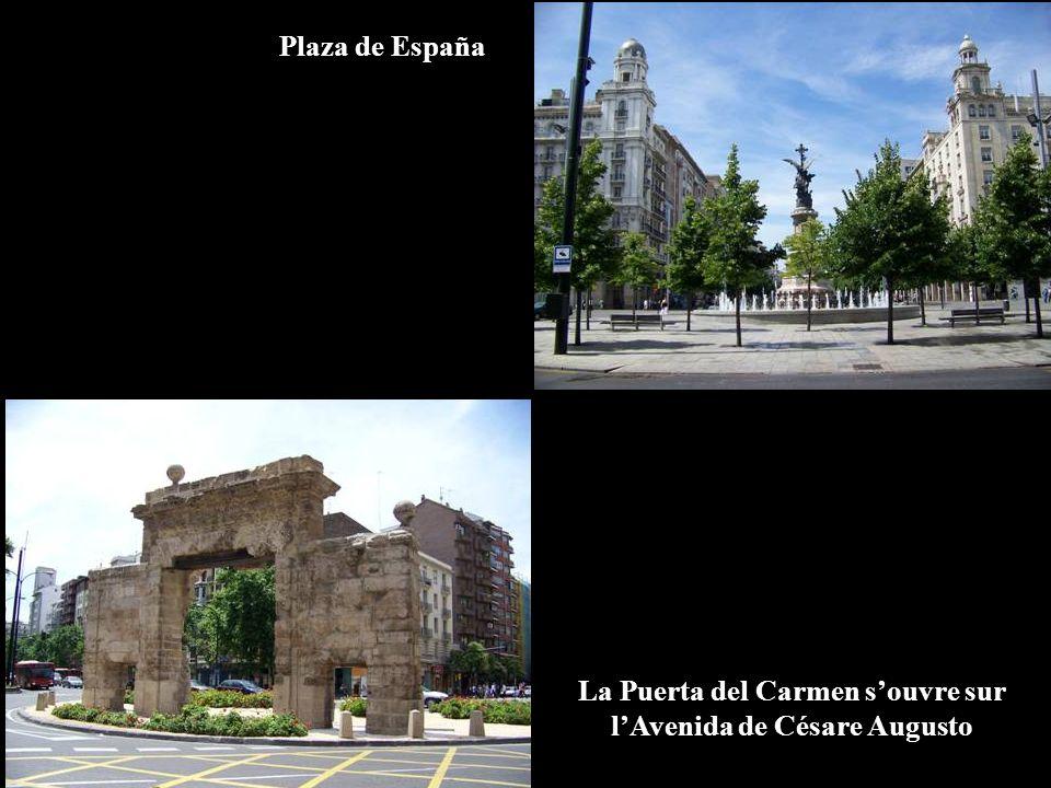 La Puerta del Carmen s'ouvre sur l'Avenida de Césare Augusto
