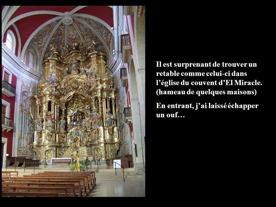 Il est surprenant de trouver un retable comme celui-ci dans l'église du couvent d'El Miracle. (hameau de quelques maisons)