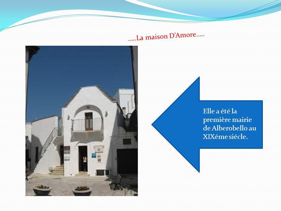 …..La maison D'Amore….. Elle a été la première mairie de Alberobello au XIXéme siécle.