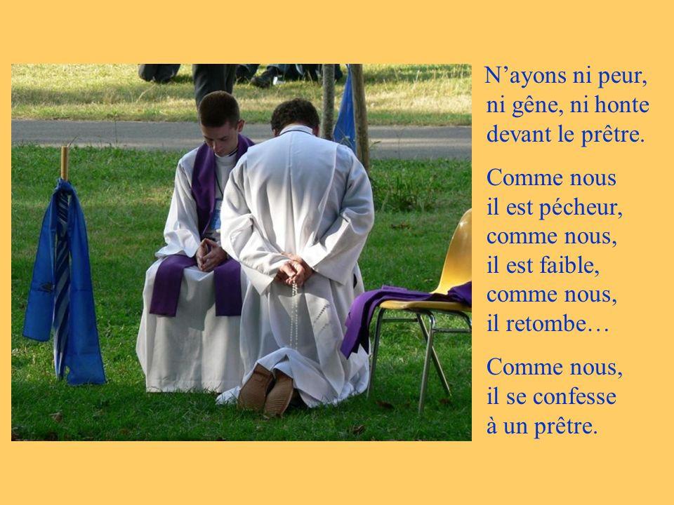 Comme nous, il se confesse à un prêtre.