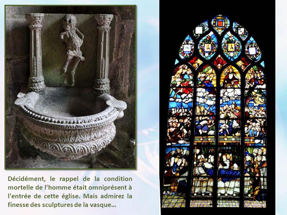 Décidément, le rappel de la condition mortelle de l homme était omniprésent à l entrée de cette église.