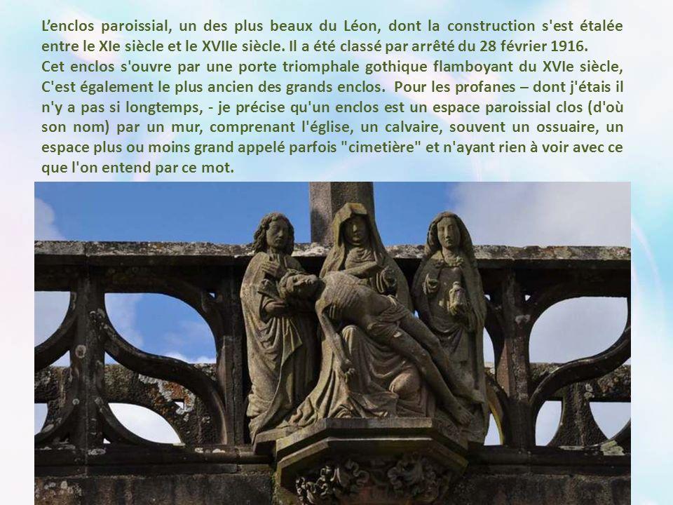 L'enclos paroissial, un des plus beaux du Léon, dont la construction s est étalée entre le XIe siècle et le XVIIe siècle. Il a été classé par arrêté du 28 février 1916.