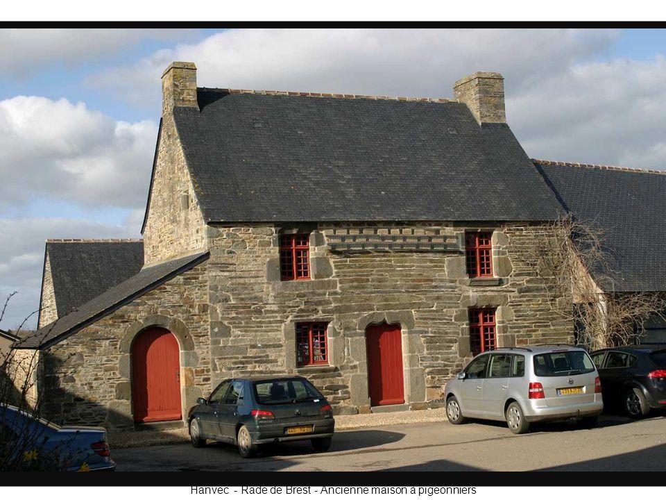Hanvec - Rade de Brest - Ancienne maison à pigeonniers