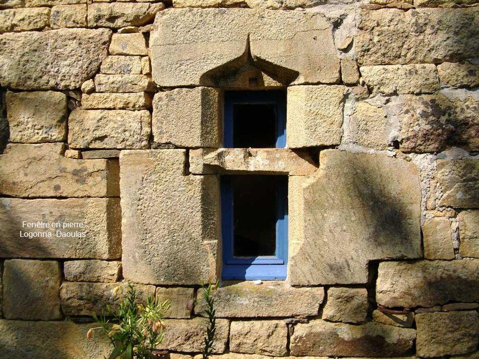Fenêtre en pierre Logonna -Daoulas