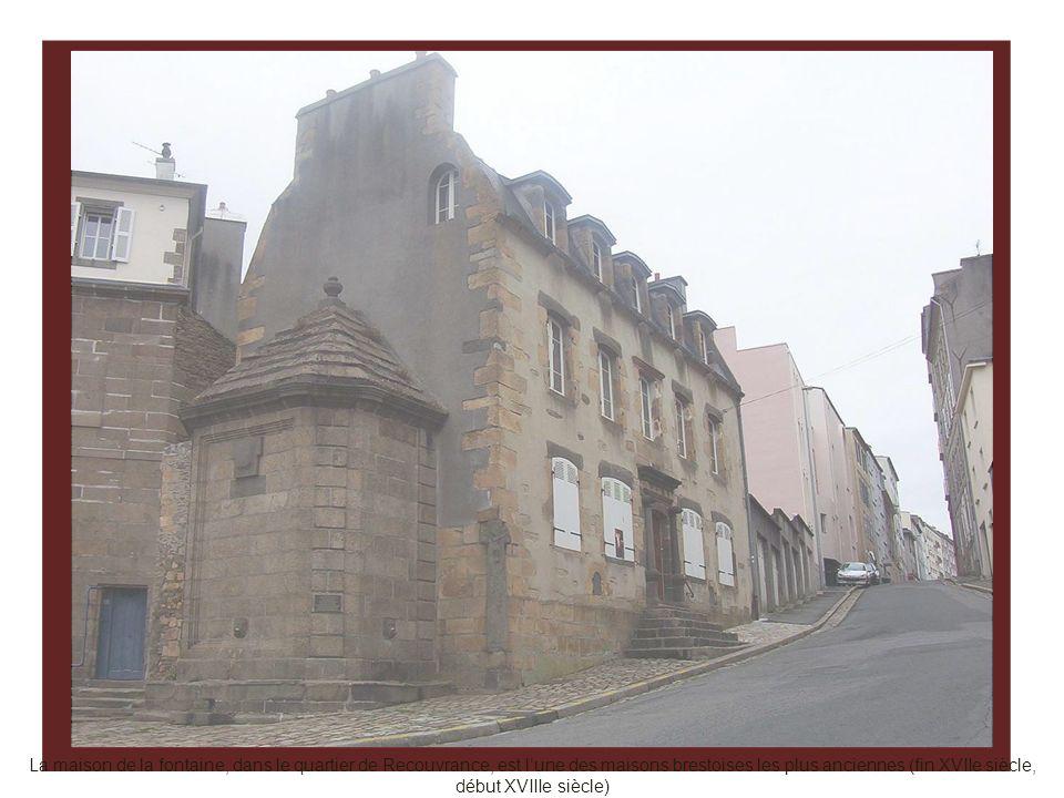 La maison de la fontaine, dans le quartier de Recouvrance, est l'une des maisons brestoises les plus anciennes (fin XVIIe siècle, début XVIIIe siècle)