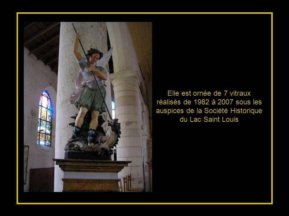 Elle est ornée de 7 vitraux réalisés de 1982 à 2007 sous les auspices de la Société Historique du Lac Saint Louis