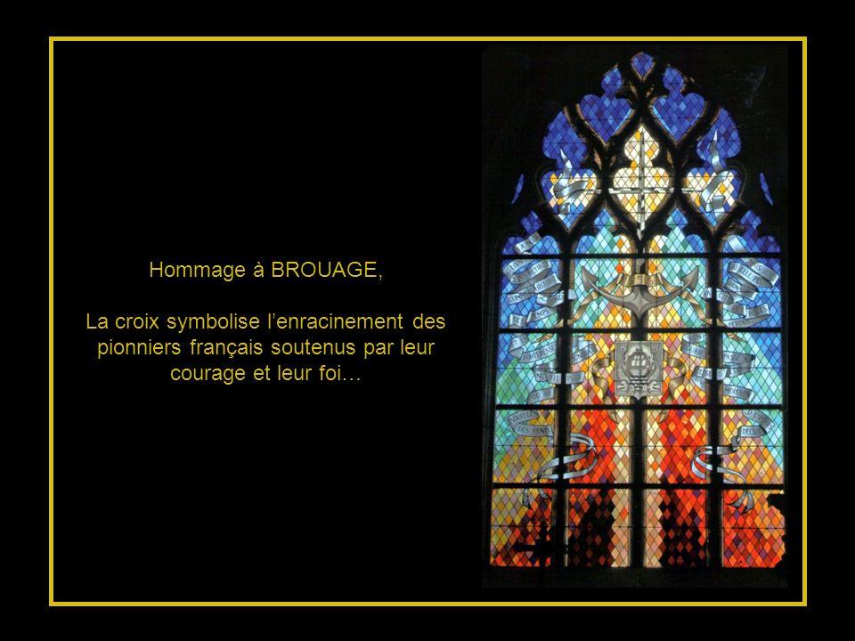 Hommage à BROUAGE, La croix symbolise l'enracinement des pionniers français soutenus par leur courage et leur foi…