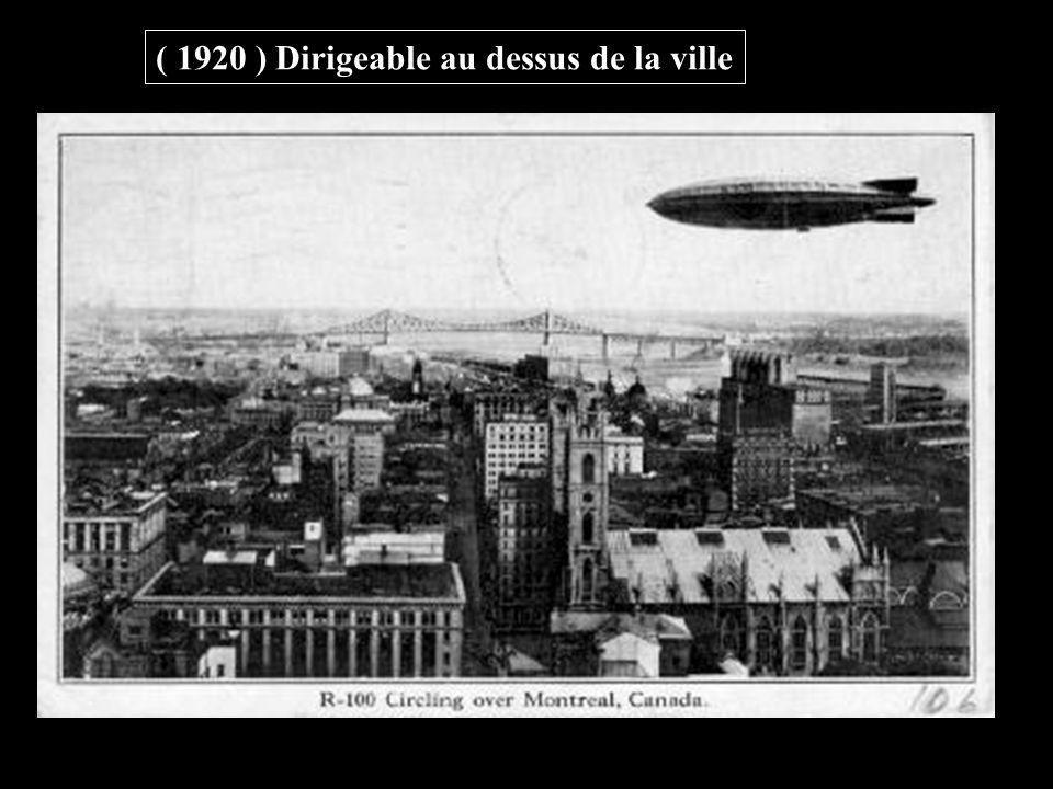 ( 1920 ) Dirigeable au dessus de la ville