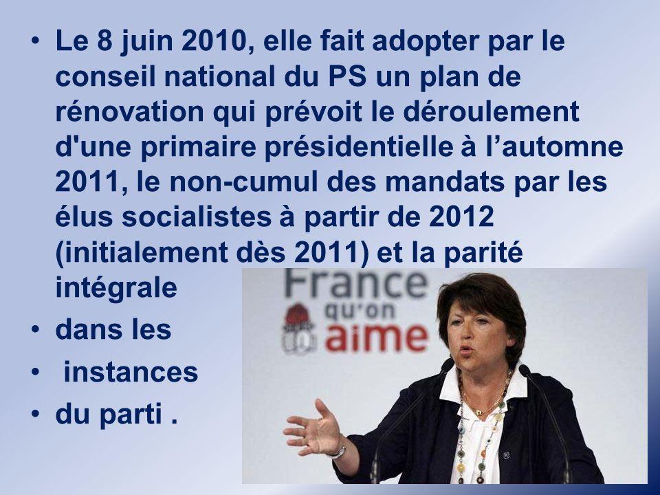 Le 8 juin 2010, elle fait adopter par le conseil national du PS un plan de rénovation qui prévoit le déroulement d une primaire présidentielle à l'automne 2011, le non-cumul des mandats par les élus socialistes à partir de 2012 (initialement dès 2011) et la parité intégrale