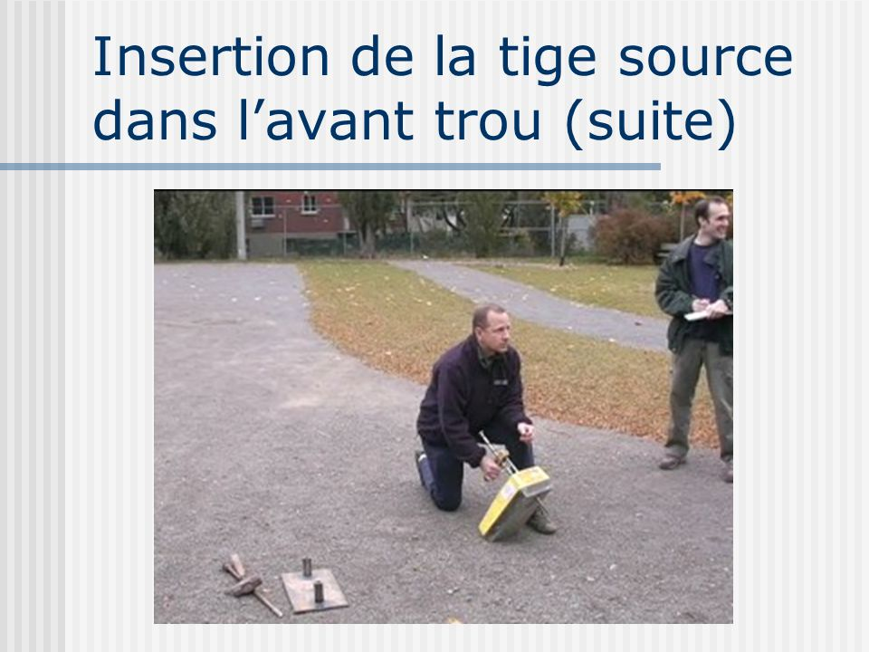 Insertion de la tige source dans l'avant trou (suite)