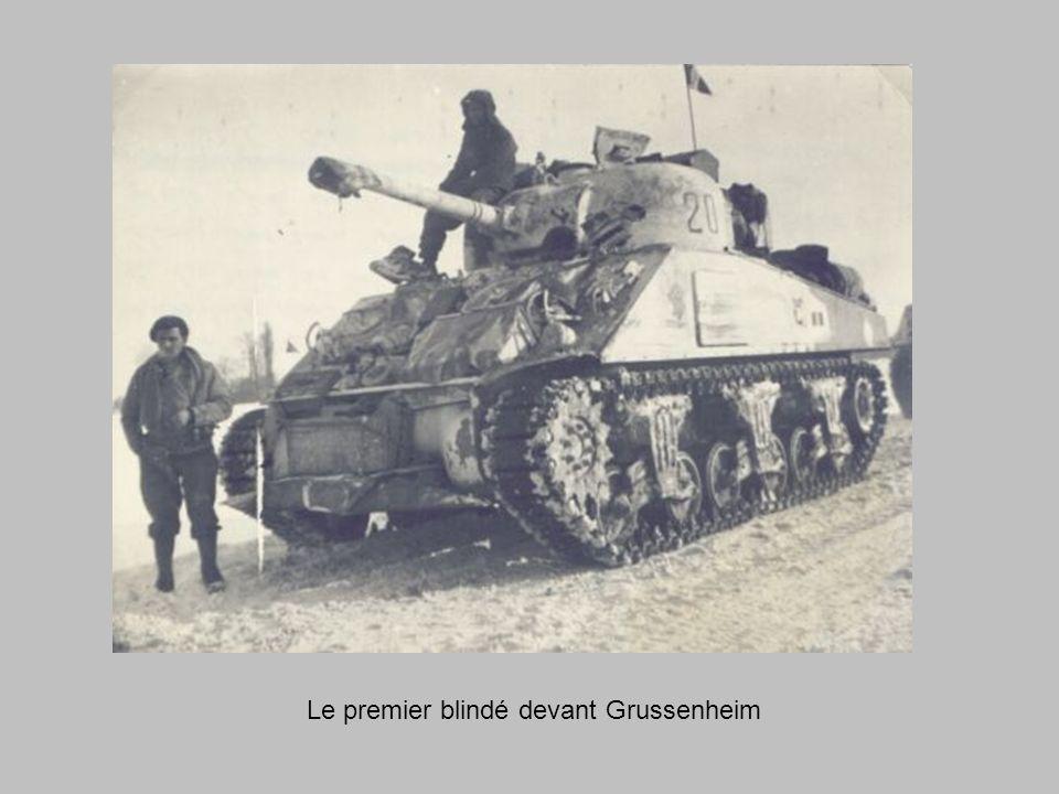 Le premier blindé devant Grussenheim