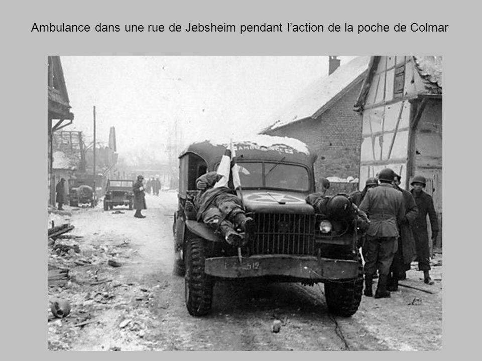 Ambulance dans une rue de Jebsheim pendant l'action de la poche de Colmar