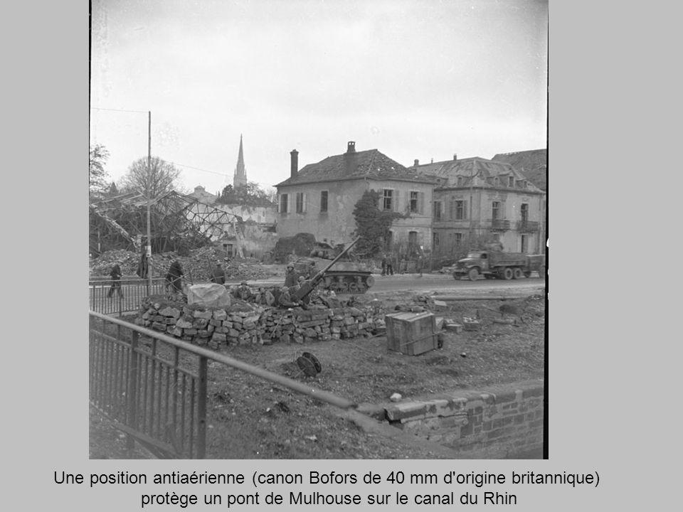 protège un pont de Mulhouse sur le canal du Rhin