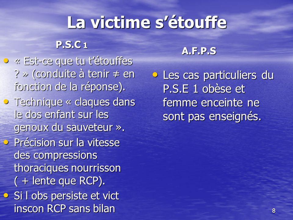 La victime s'étouffe P.S.C 1. A.F.P.S. « Est-ce que tu t'étouffes » (conduite à tenir ≠ en fonction de la réponse).